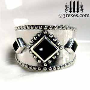3-wishes-silver-ring-black-0nyx-cabochon-stone-front-gothic wedding ring