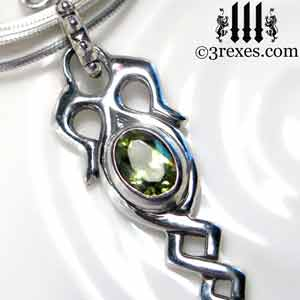 celtic-dripping-silver-necklace-green-peridot-stone-detail