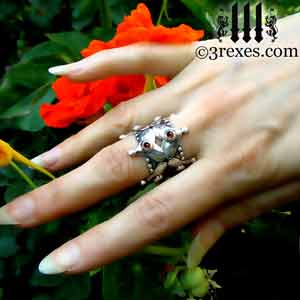 full-crown-silver-ring-gothic-garnet-cabochon-wedding-band-model-flowers