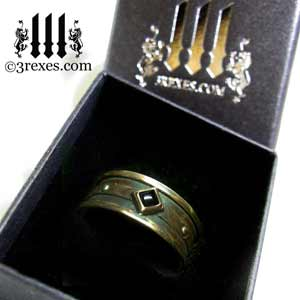 mens-moorish-gothic-one-stone-ring-dark-black-antiqued-brass-black-onyx-stone-royal-engagement-band-in-ring-box