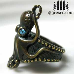 octopus-ring-dark-brass-blue-topaz-stone-eyes-side-detail