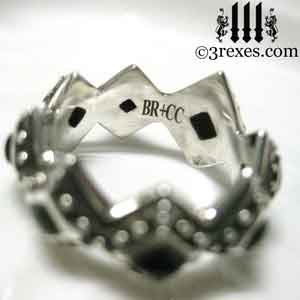 silver-renaissance-wedding-ring-engraved-black-onyx-studded-crown-band